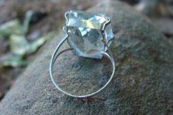 anel de prata com pedra grande