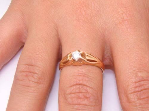 Anel de Ouro Solitario com Diamante de 25 pontos