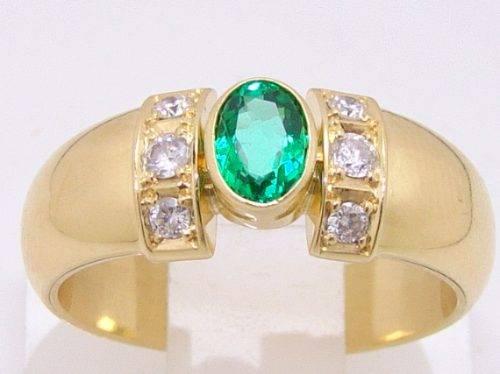 Anel de Ouro 18k com Esmeralda e 6 Diamantes de 5 pontos cada