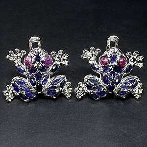brinco de prata 925 formato sapinho com safiras e rubis naturais