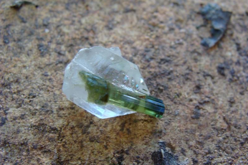Cristal de Quartzo com Formação de Turmalina