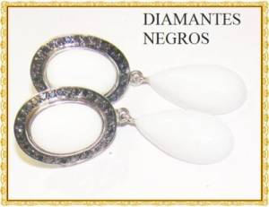 Brinco Indiano de Ouro Branco 18k com Agata e 62 Diamantes Negros Naturais