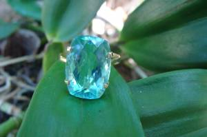 Anel de Ouro 18 k com Obsidiana Azul Oval
