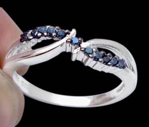 Anel de Prata 925 com 11 Diamantes Azuis Naturais e com Aplicação de Ródio Negro