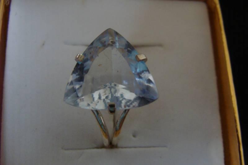 anel de Prata 950 com triangulo de topazio azul natural
