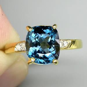 Anel de Ouro Amarelo e Branco 14 k Plated (Prata 925) com Topázio London Blue Top e 04 Diamantes Naturais