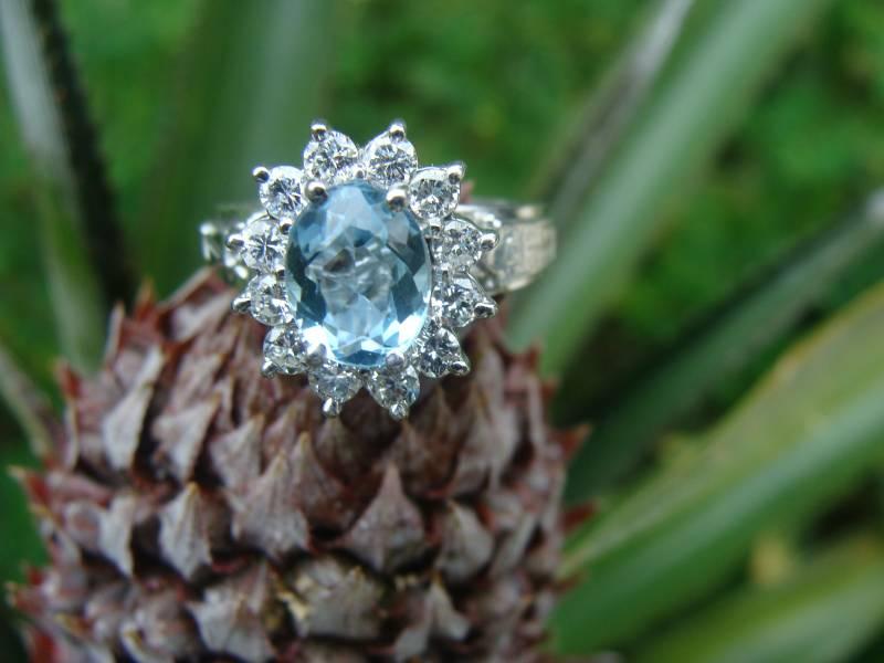 Anel Chuveiro de Ouro Branco 18k com 12 Diamantes e Agua Marinha