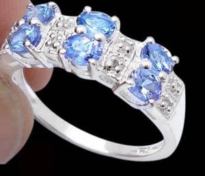 Anel de Prata 925 com Tanzanitas Top e 0,12 Cts de Diamantes Naturais