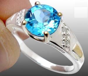 Anel de Prata 925 com Topázio Sky Blue e 06 Diamantes Naturais