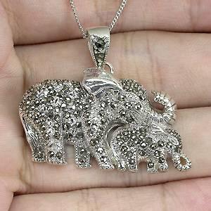 Pingente de Prata 925 em Formato de Elefantes com Marcassitas Naturais