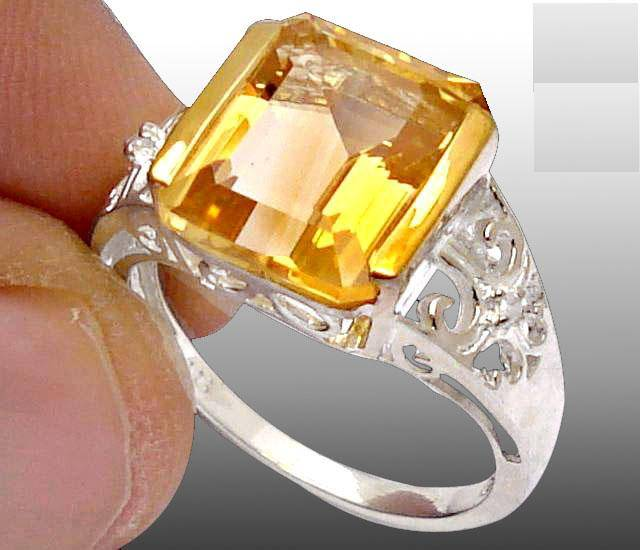 Anel de Prata 925 com Citrino Top e 02 Diamantes Naturais
